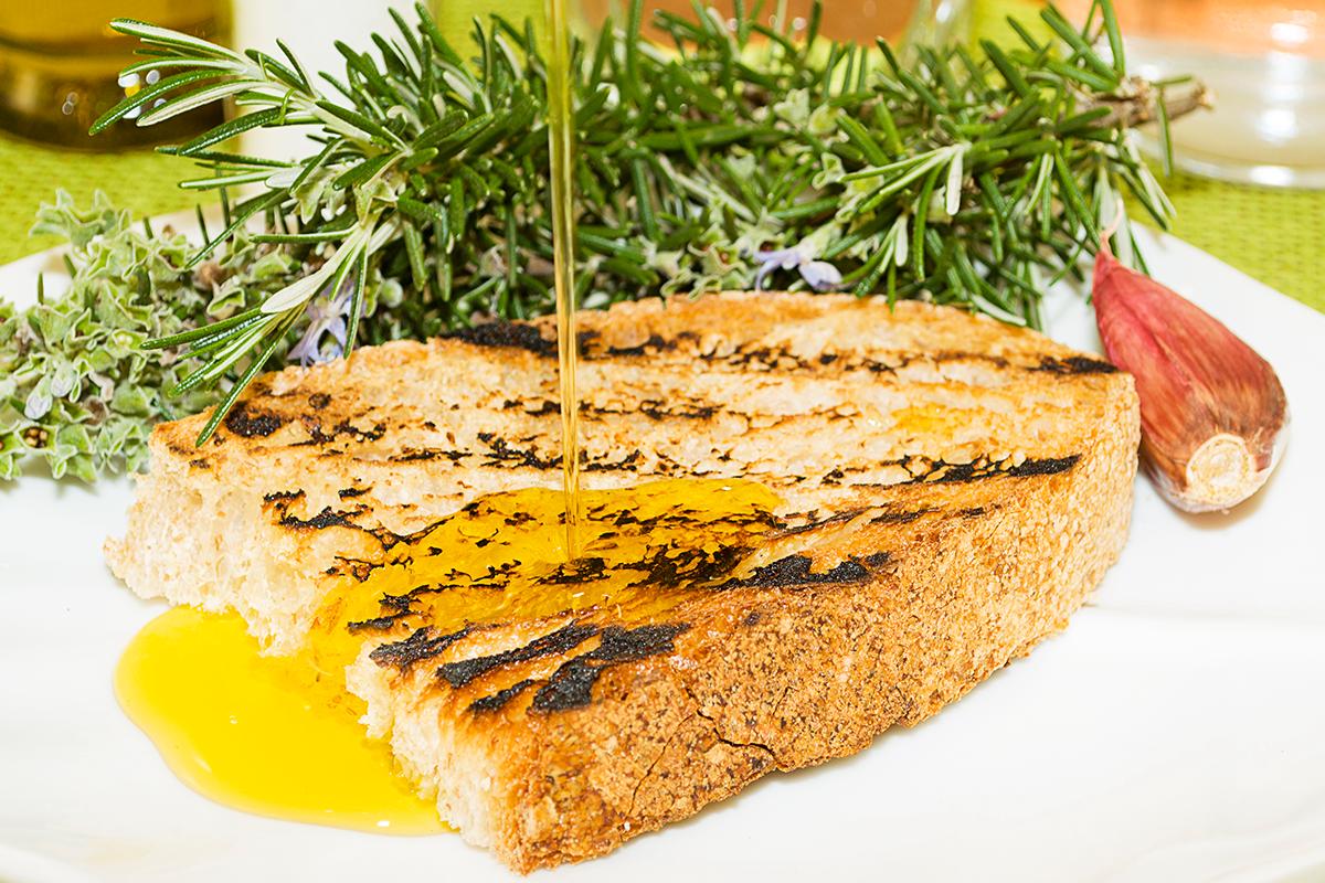 Bruschette o crostini all'aglio con Olio d'Oliva D.O.P.